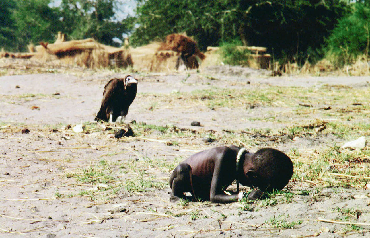 The vulture and the little girl (1)
